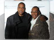 """Jay Z fala sobre saída do armário da mãe: """"Chorei de felicidade"""""""