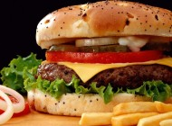 Por que os lanches de fast-food são tão baratos