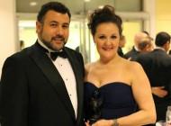 """""""Primeira dama"""" do teatro brasileiro nos EUA, volta de Curitiba com grandes projetos"""