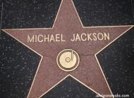 Quem decide quem vai ter o nome na calçada da fama, em Los Angeles?